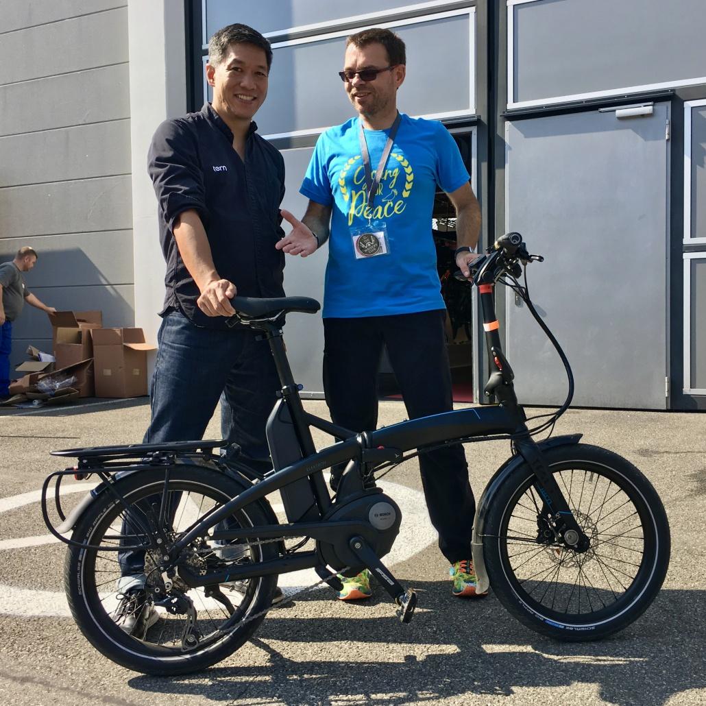 Josh Hon mit CyclingClaude und dem Tern Elektron Vektron