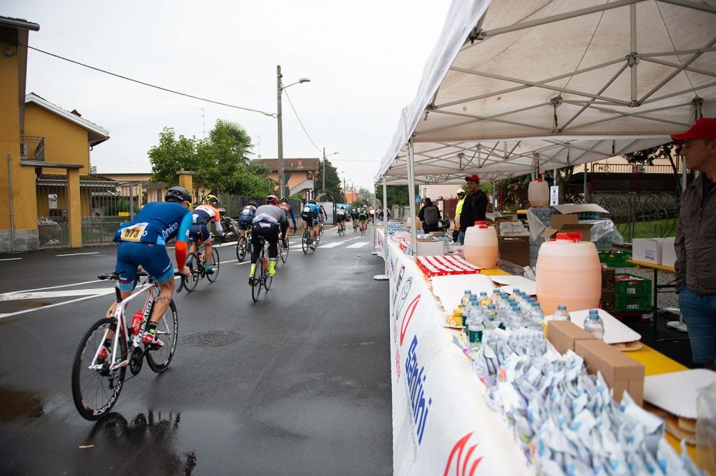 Der mit den gelben Schuhen ist CyclingOlli