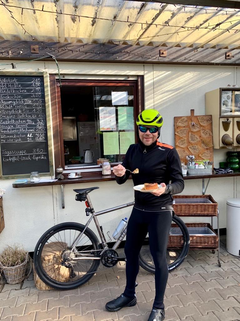 Mandelkuchen in Dreieich Freiluftcafé
