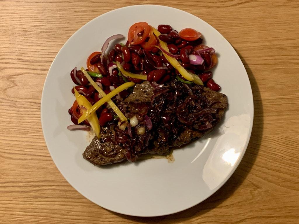 Rinderleber und Bohnensalat