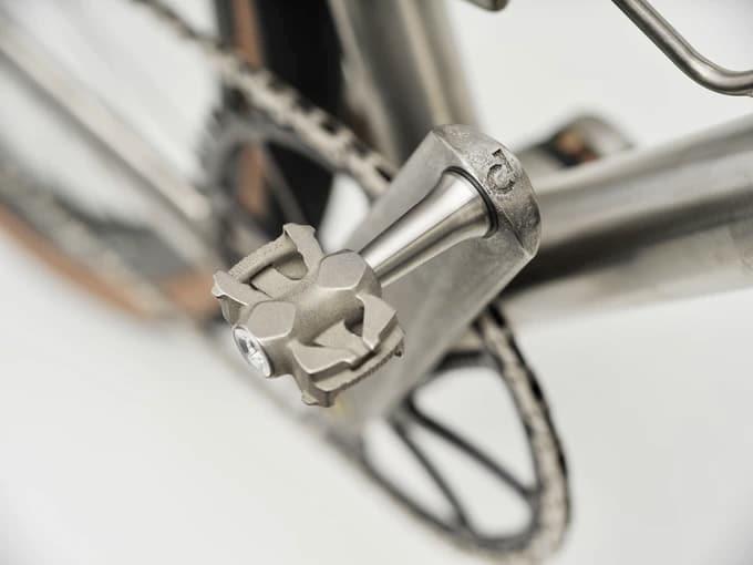 (c) Titanum Pedal