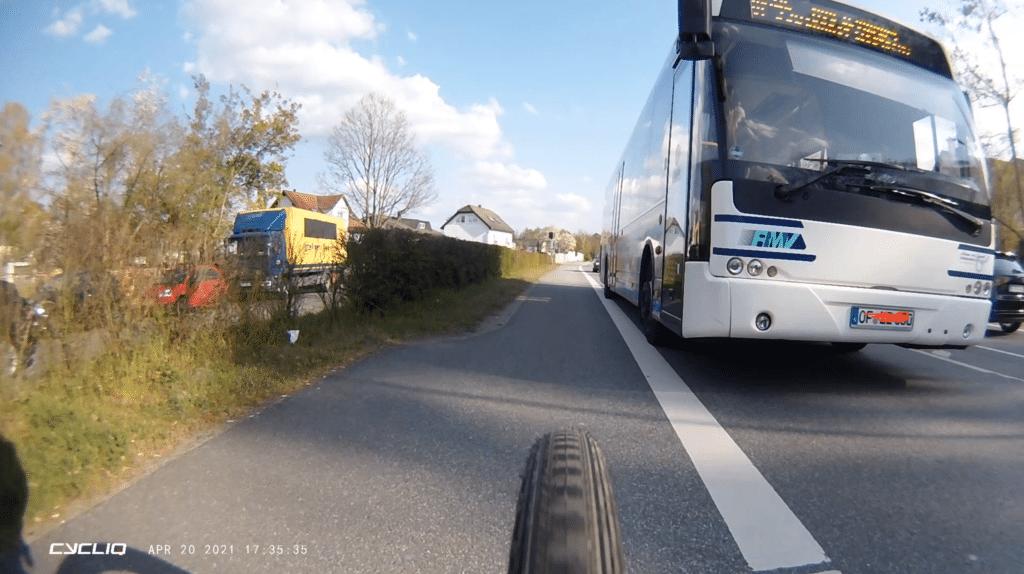 BUS RMV zu enges Überholen
